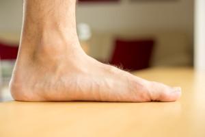 Představuješ si už lépe svou plochou nohu na rovné tvrdé podlaze při zátěži?