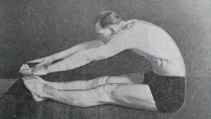 Sed leh z naší nejstarší knihy o cvičení z roku 1938.